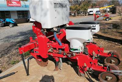 Other Titanium 2 row Mielie Planter with seed plates Planting and seeding equipment