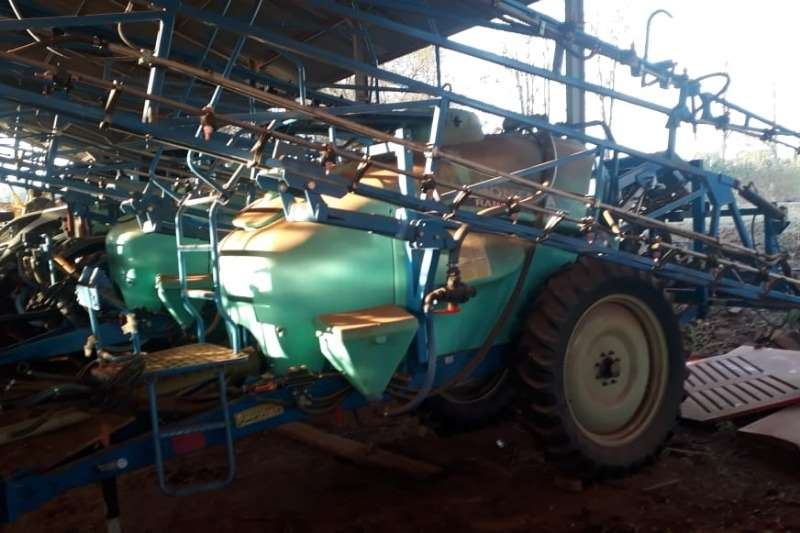 Other Sprayers and spraying equipment Kuhn Montana (3000L) Pull Spray 2013