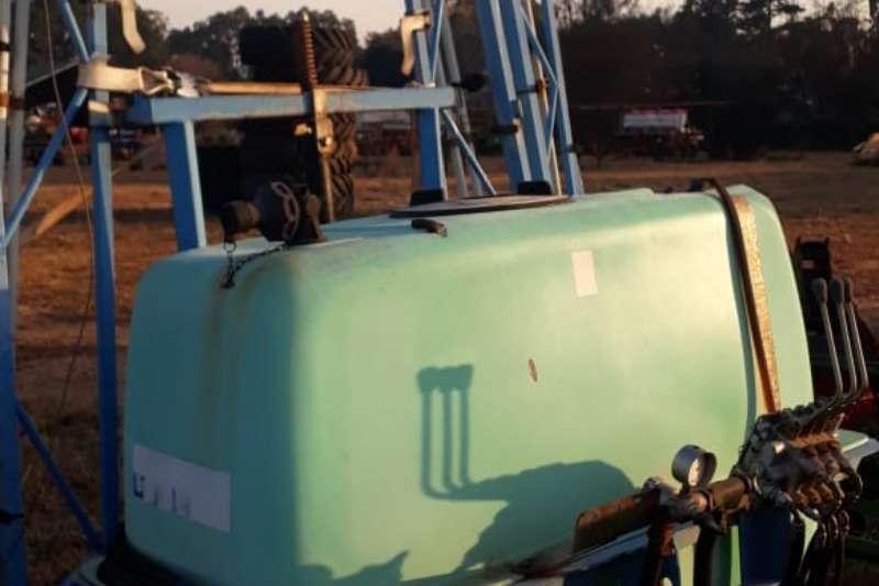 Other Sprayers and spraying equipment Kuhn Montana (800L) Spray 2008