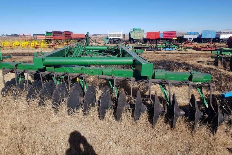 Other Tillage equipment Cultivators John Deere N440 14x14 28 Hydraulic disc harrow