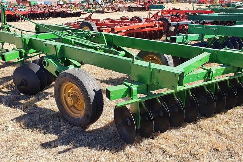 Other Disc harrows John Deere 10x10 20 disc hydraulic offset Tillage equipment