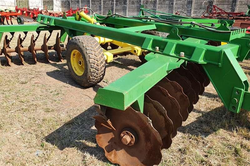 Other Disc harrows Santa Isabel 28 Disc Hydraulic offset Tillage equipment