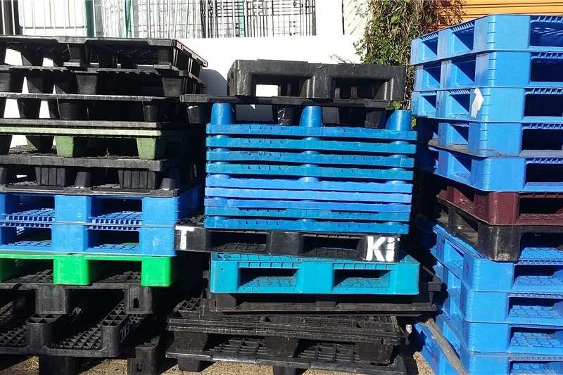 Pack house equipment Pallets Plastic pallets