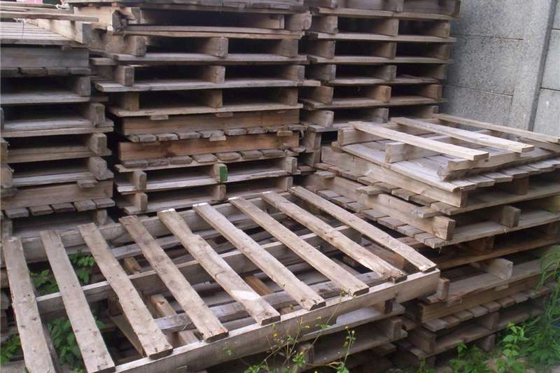 Pack house equipment Pallets wooden pallets