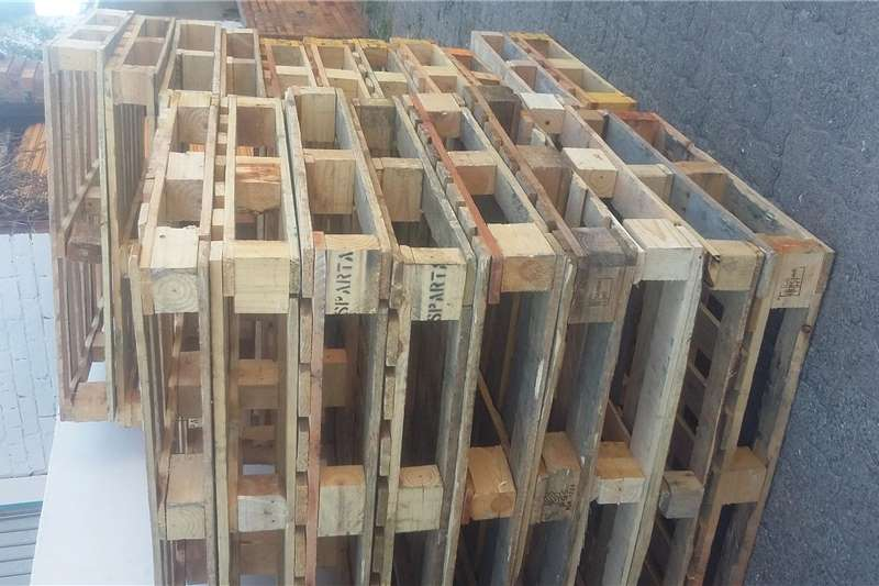 Pack house equipment Pallets Wooden pallets we make and supply