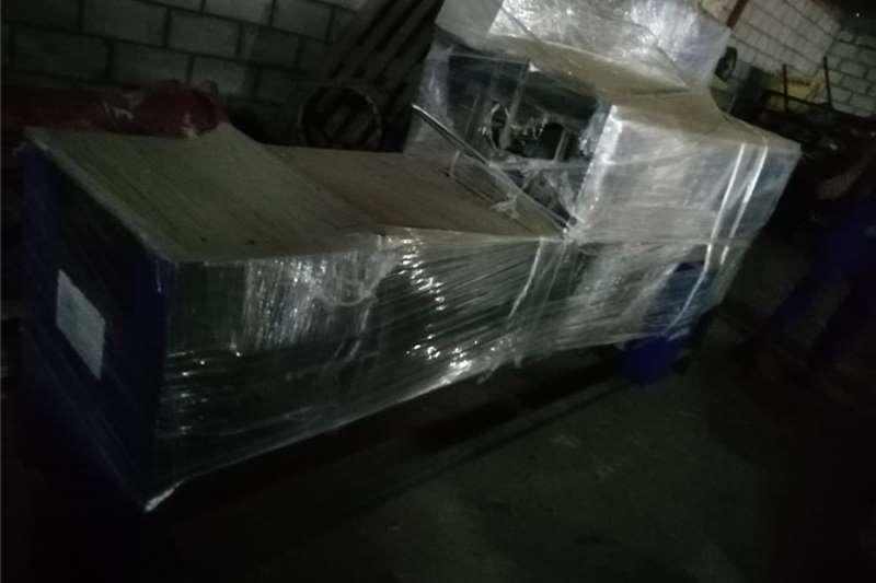 Packhouse equipment Packaging machinery  Uruseal Karton Maker  A15C grootte