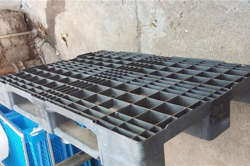 Packhouse equipment Pallets Second hand used plastic pallets for sale
