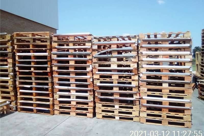 Pallets Selling wooden Pallets 4 ways standards and heavy Packhouse equipment