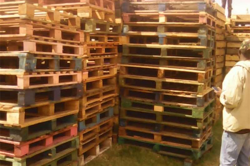 Packhouse equipment Pallets Selling Wooden Pallets