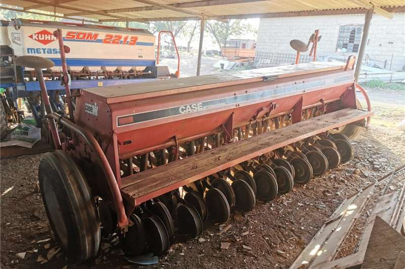 Planting and seeding Drawn planters Case 5100 Wheat/Fine Seed Planter
