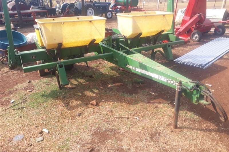 Planting and seeding Drawn planters john deere mielie planter