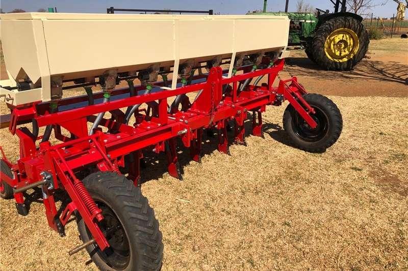 Planting and seeding Drills Soilmaster planter
