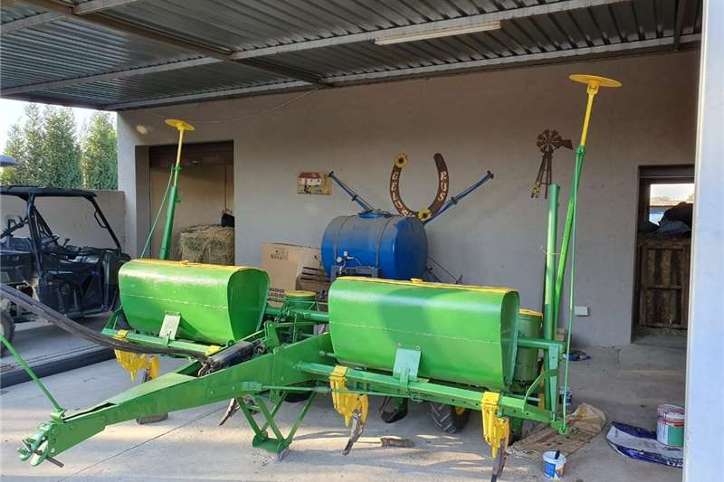 Drawn planters 4 Row John Deere Planter for sale Planting and seeding equipment
