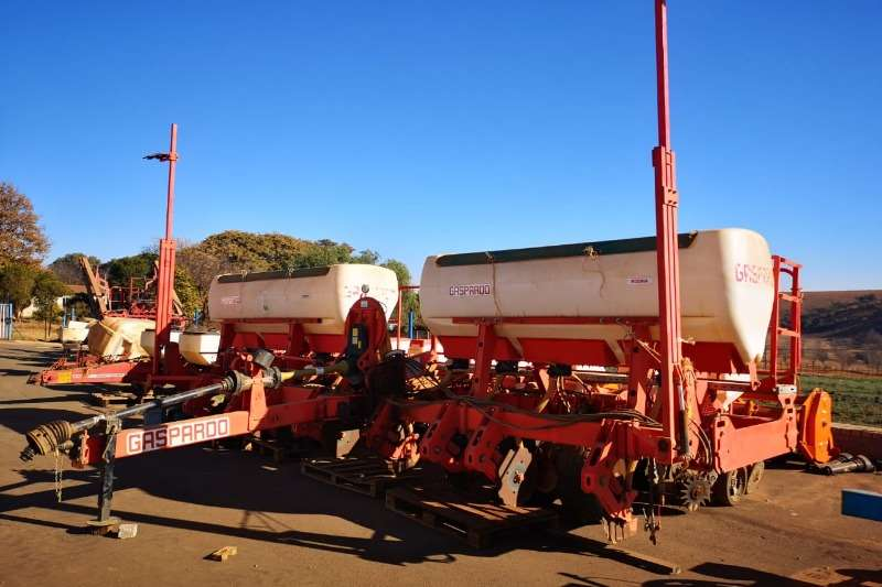 Planting and seeding equipment Drawn planters 8 Row Gaspardo Maize Planter
