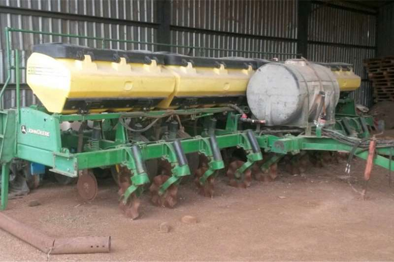 Drawn planters 9 rpw john deere planter and deeweeder and fertils Planting and seeding equipment