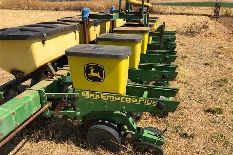 Grain carts John Deere 6 ry 1750 kettingdryf Planting and seeding equipment