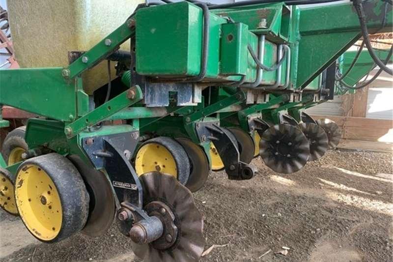 Integral planters JD 7000 6x30 Planting and seeding equipment