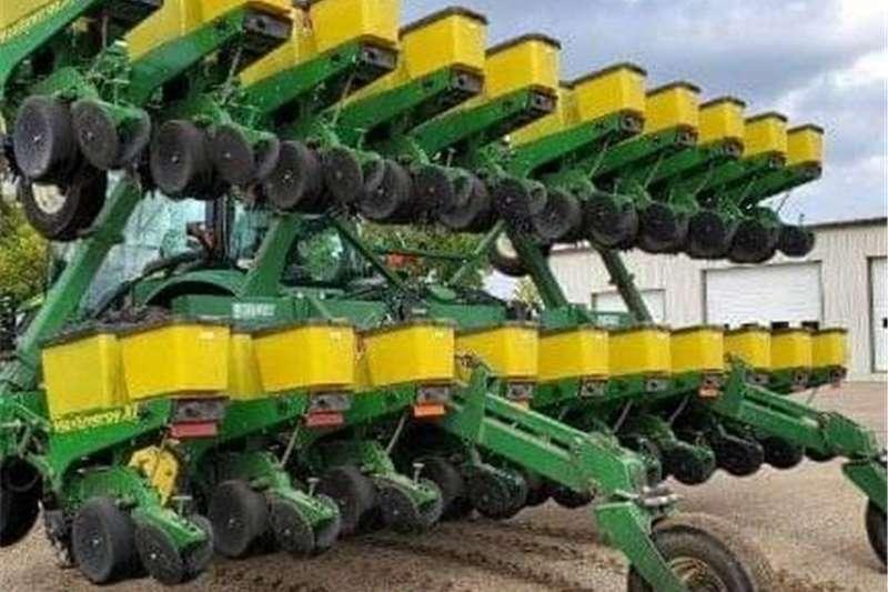 Integral planters John Deere stapelvou planter Planting and seeding equipment