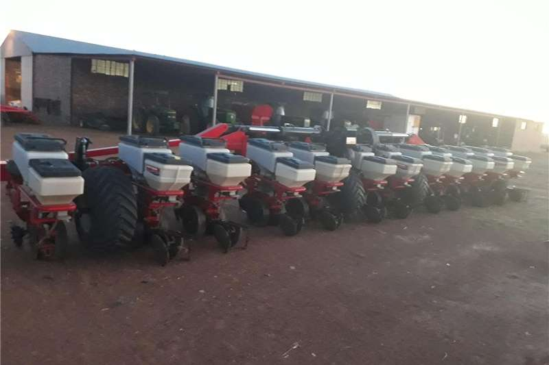 Planting and seeding equipment Integral planters Massey Ferguson Stagfolds