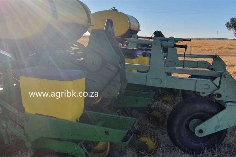Integral planters Orthman StripTiller Planter Planting and seeding equipment