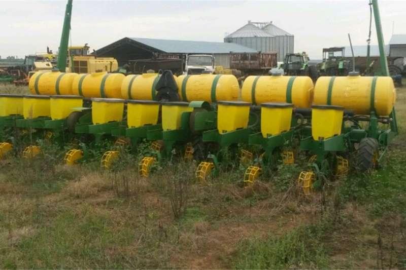 Planting and seeding equipment No till planters 9 row john deere planter feetilizer