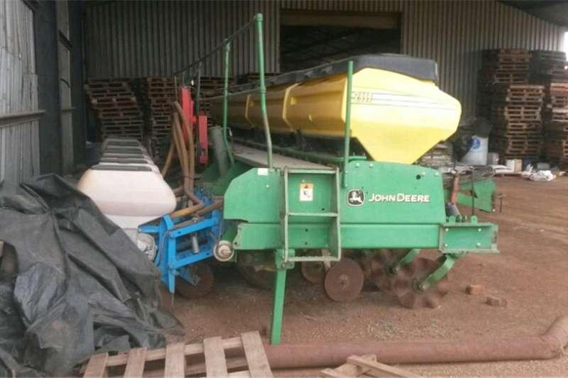 Planting and seeding equipment No till planters 9 row planter john deere deeweeder fertilzer