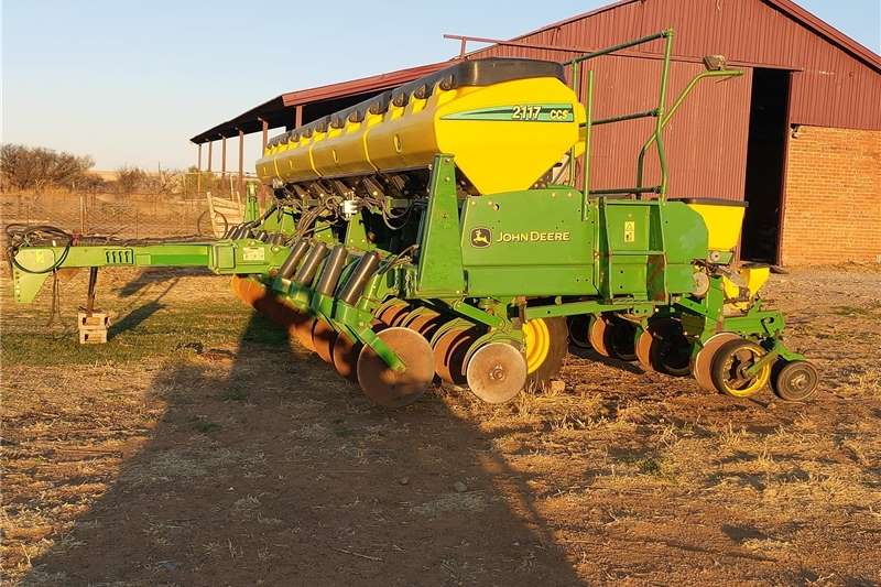 No till planters JOHN DEERE CCS 2117 Planting and seeding equipment