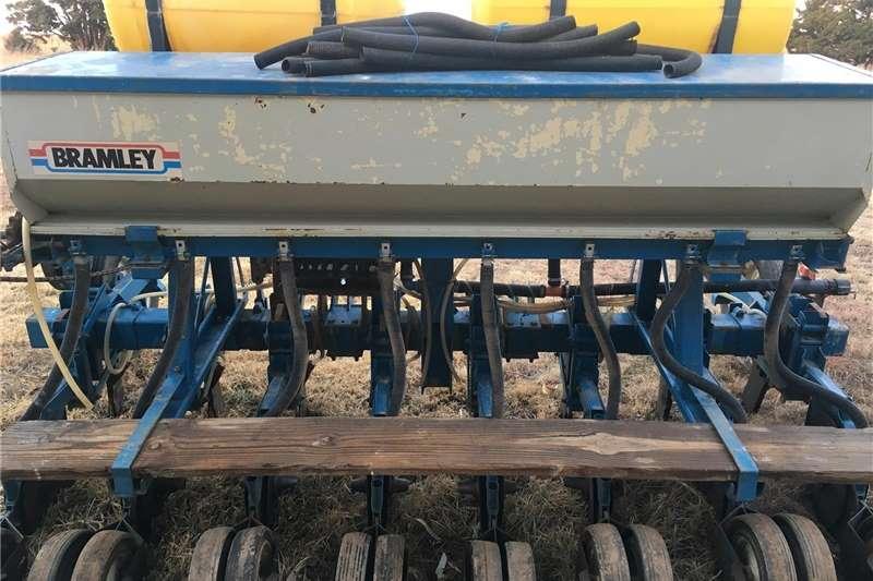 Row planters Bramley 8ry korinplanter Planting and seeding equipment
