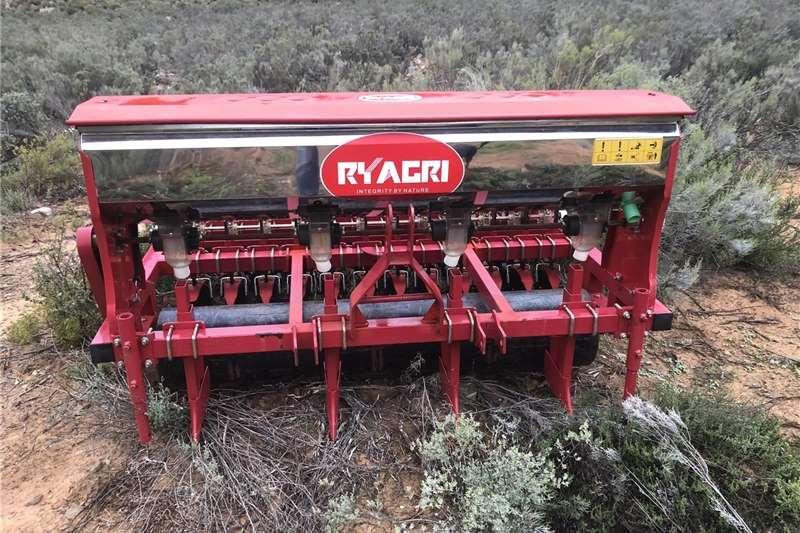 Row planters Fyn Saadplanter / fine seedplanter 24 row never us Planting and seeding equipment
