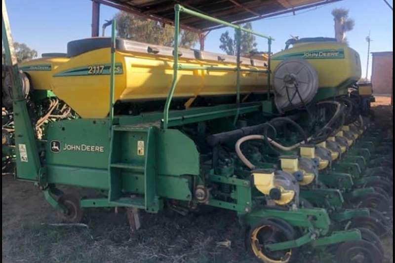 Row planters John Deere 2117 ccs Planting and seeding equipment