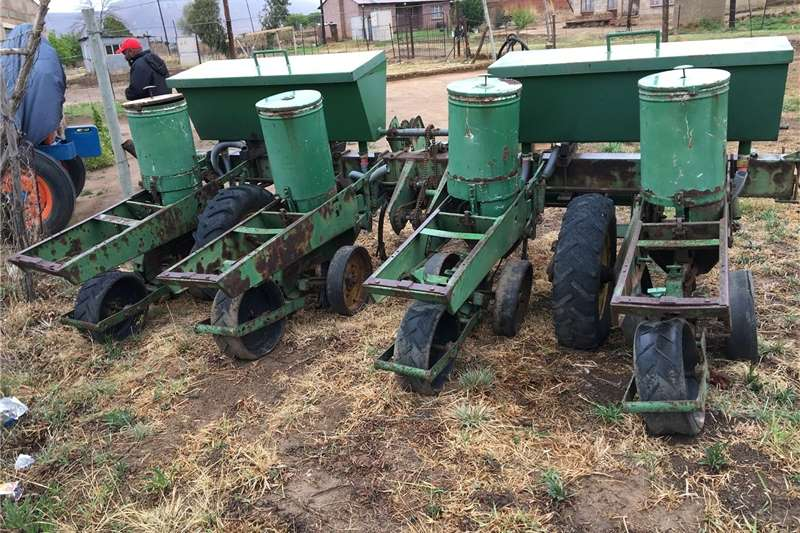 Row planters John Deere 7000 4row planter for sale Planting and seeding equipment