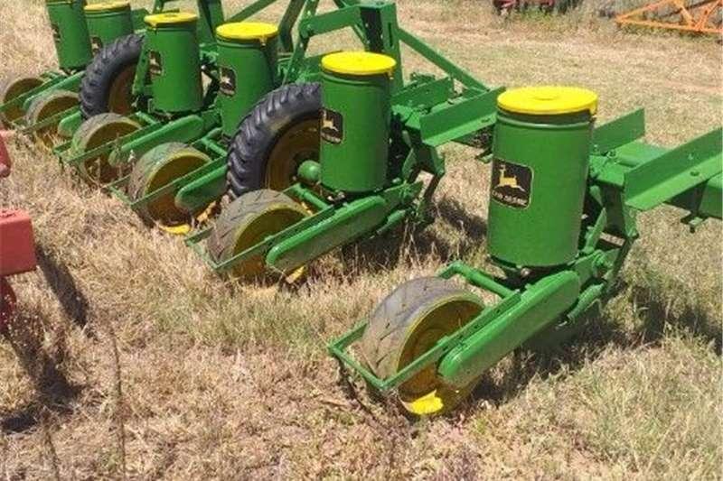 Row planters John Deere Planting and seeding equipment