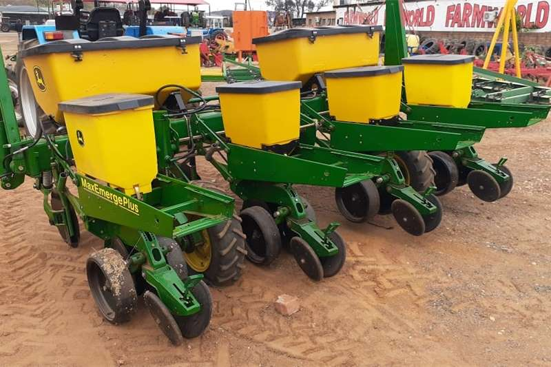 Row planters John Deere MaxEmerge 4 Ry Mielie/ Maize Planter Planting and seeding equipment