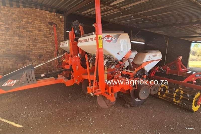 Row planters Kuhn Maxima 2 TM Planter Planting and seeding equipment