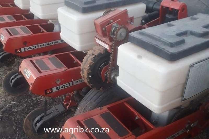 Row planters Massey Ferguson 543 Planting and seeding equipment