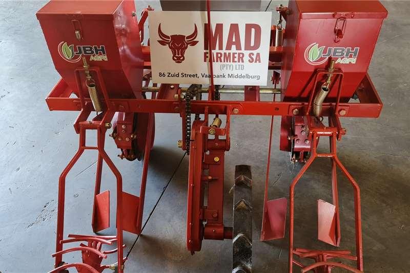 Row planters New 2 row mechanical planters Planting and seeding equipment