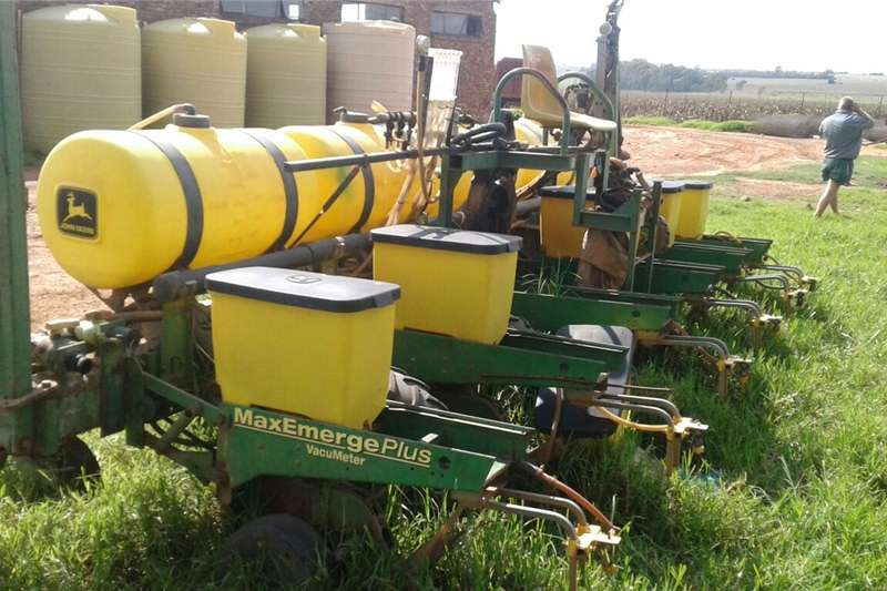 Planting and seeding equipment Row planters Planter 1750, 6 row