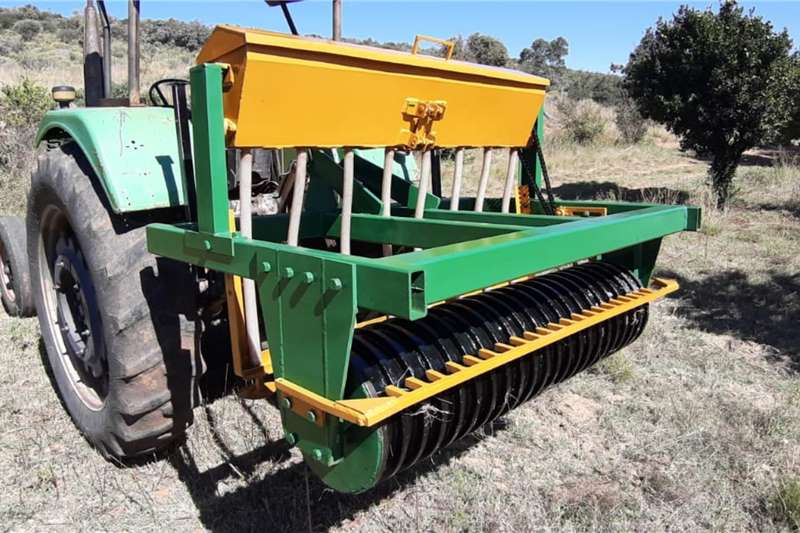 Seeders 8 Ry Lusern Strooier Planting and seeding equipment
