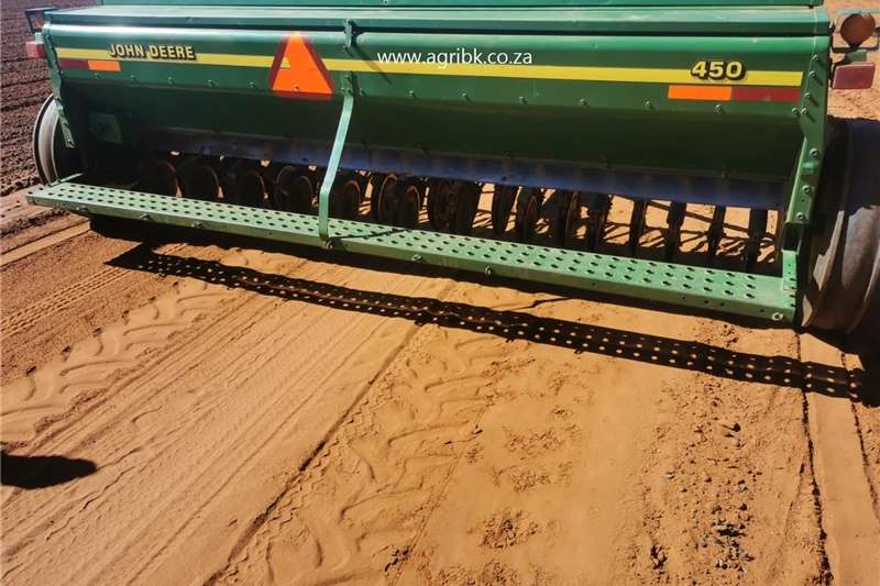Seeders John Deere 450 Planting and seeding equipment