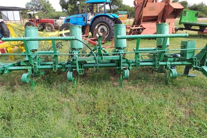 Planting and seeding Integral planters John Deere Planter 4 ry