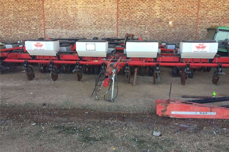 Planting and seeding Integral planters Massey Ferguson 555 TSB 8 Row Planter