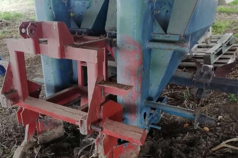 Planting and seeding Row units 2 Ry Aartappel Planter