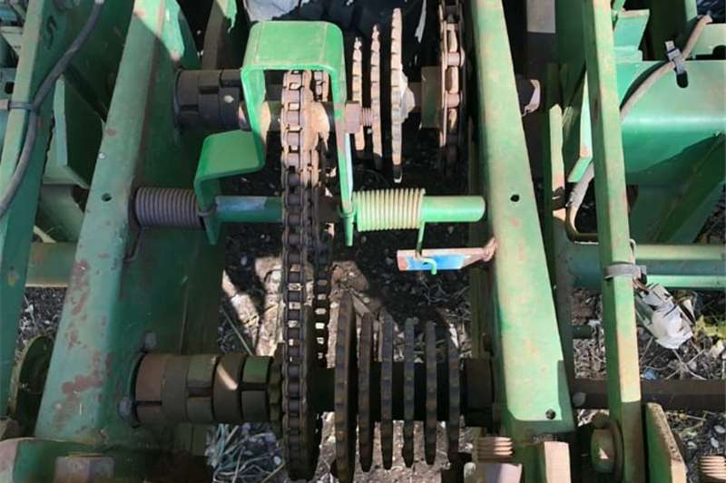 Planting and seeding Row units JD 7000 Finger Planter