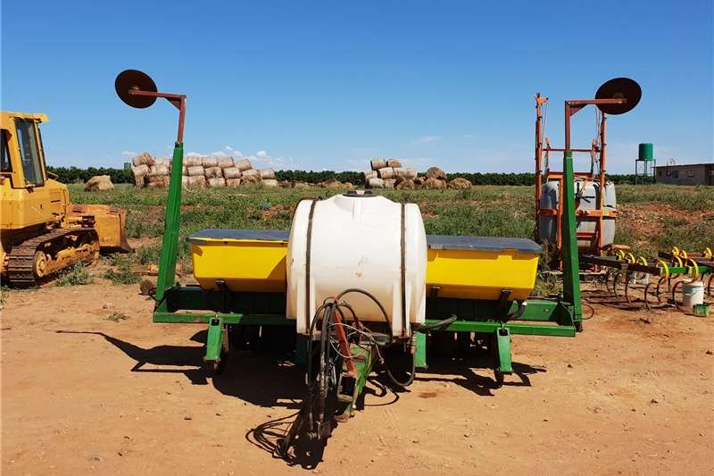 Planting and seeding Row units John Deere 1750 Max Emerge Plus Vacuum Maize Plant