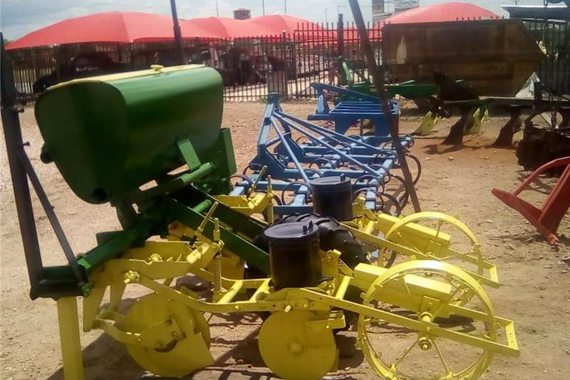 Planting and seeding Row units John Deere two row maize planter