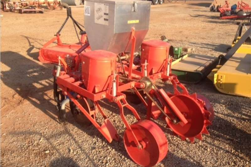 Planting and seeding Row units S3160 Red BPI 2 Row Maize Planter Pre Owned Implem