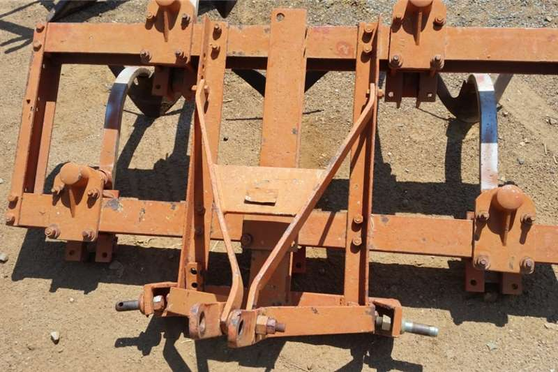 Ploughs Chisel ploughs U Make 5 Tand Beitel Ploeg / Chisel Plough Pre Ow