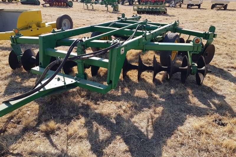 Disc harrows John Deere14 x 14 Hydraulic disc Harrow Ploughs