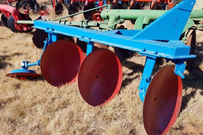 Ploughs Disc ploughs 3 disc / dish plough