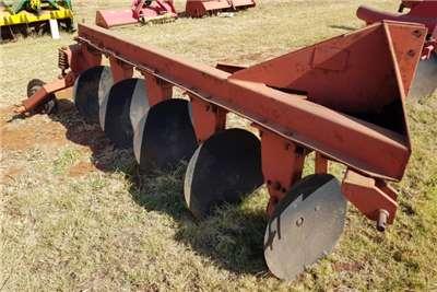 Disc ploughs 5 furrow disc plough / 5 skaar skottelploeg Vetsak Ploughs
